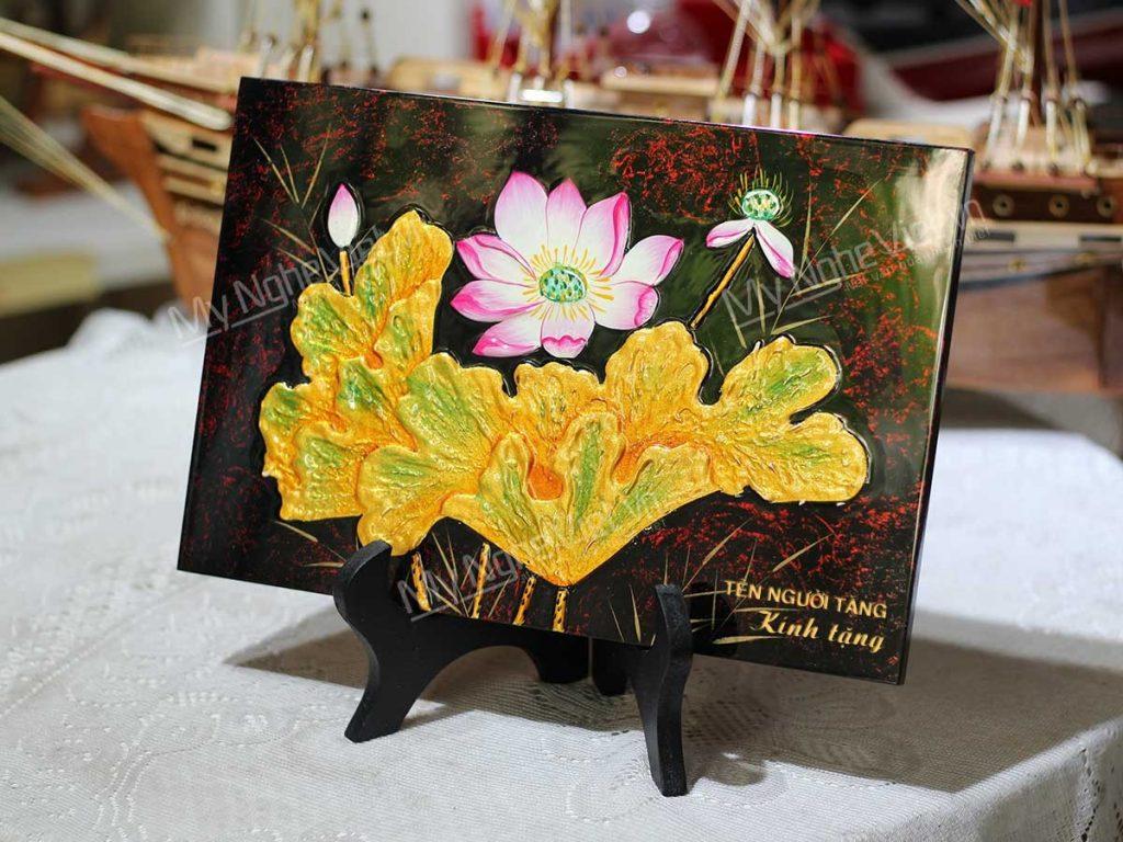Quà tặng tranh sơn mài hoa sen