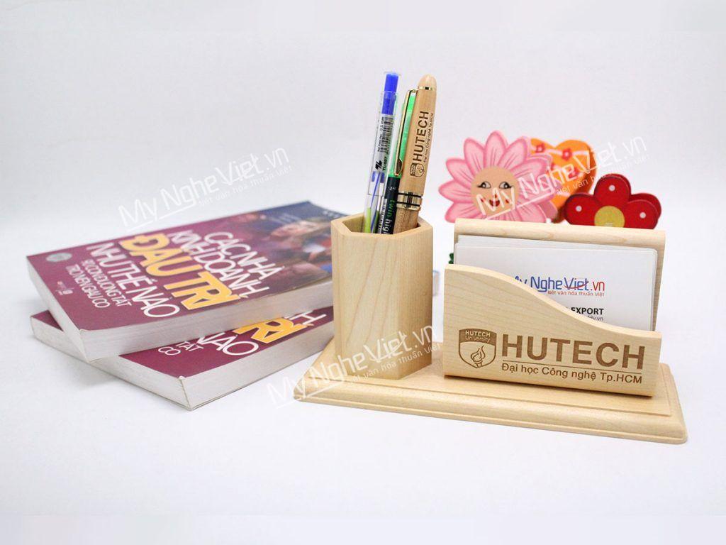 Cắm bút gỗ khắc quà tặng