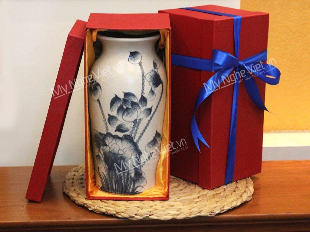 Lọ hoa gốm Bát Tràng men rạn vẽ hoa sen