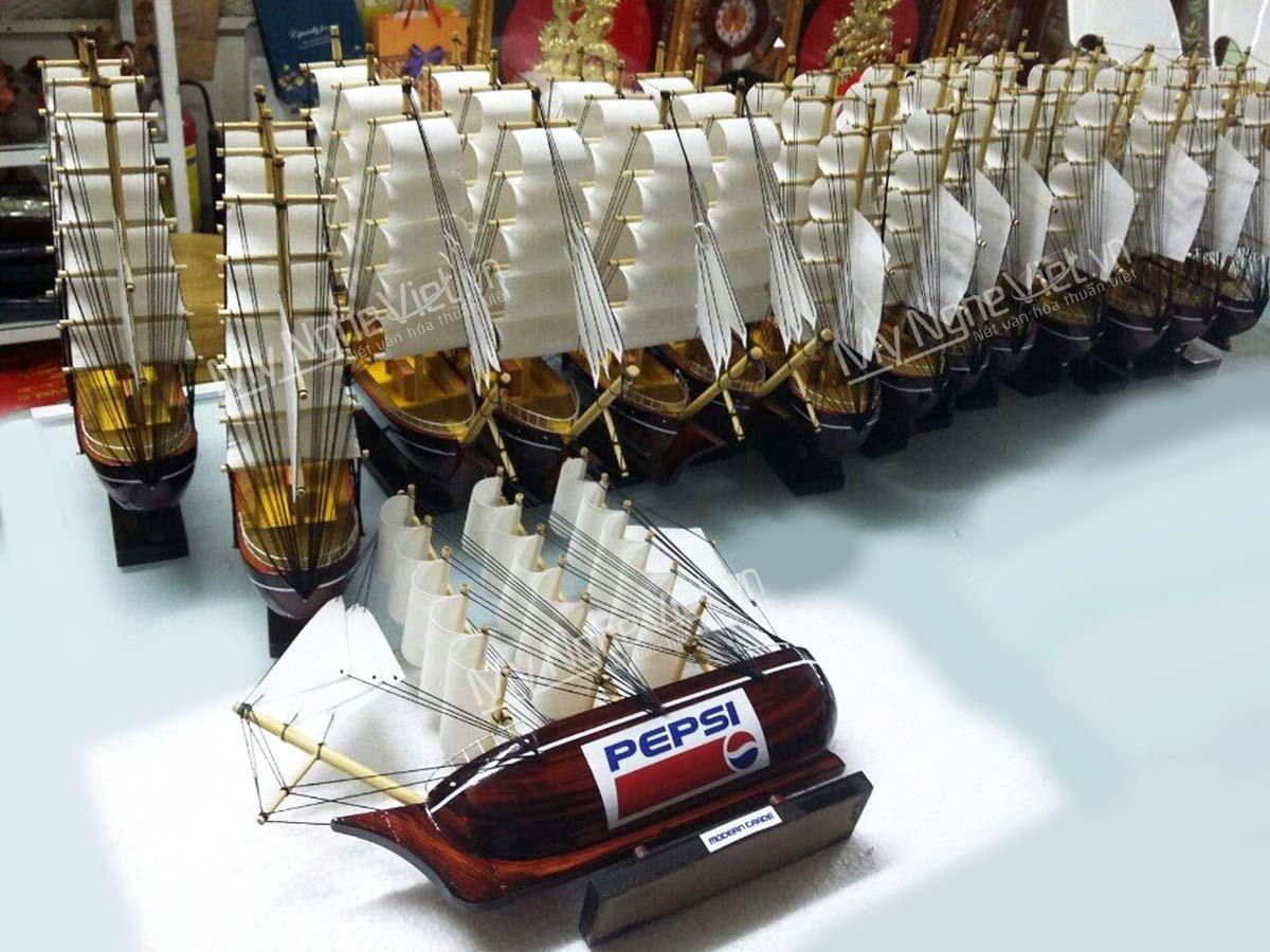Mô hình thuyền quà tặng kèm logo Pepsi