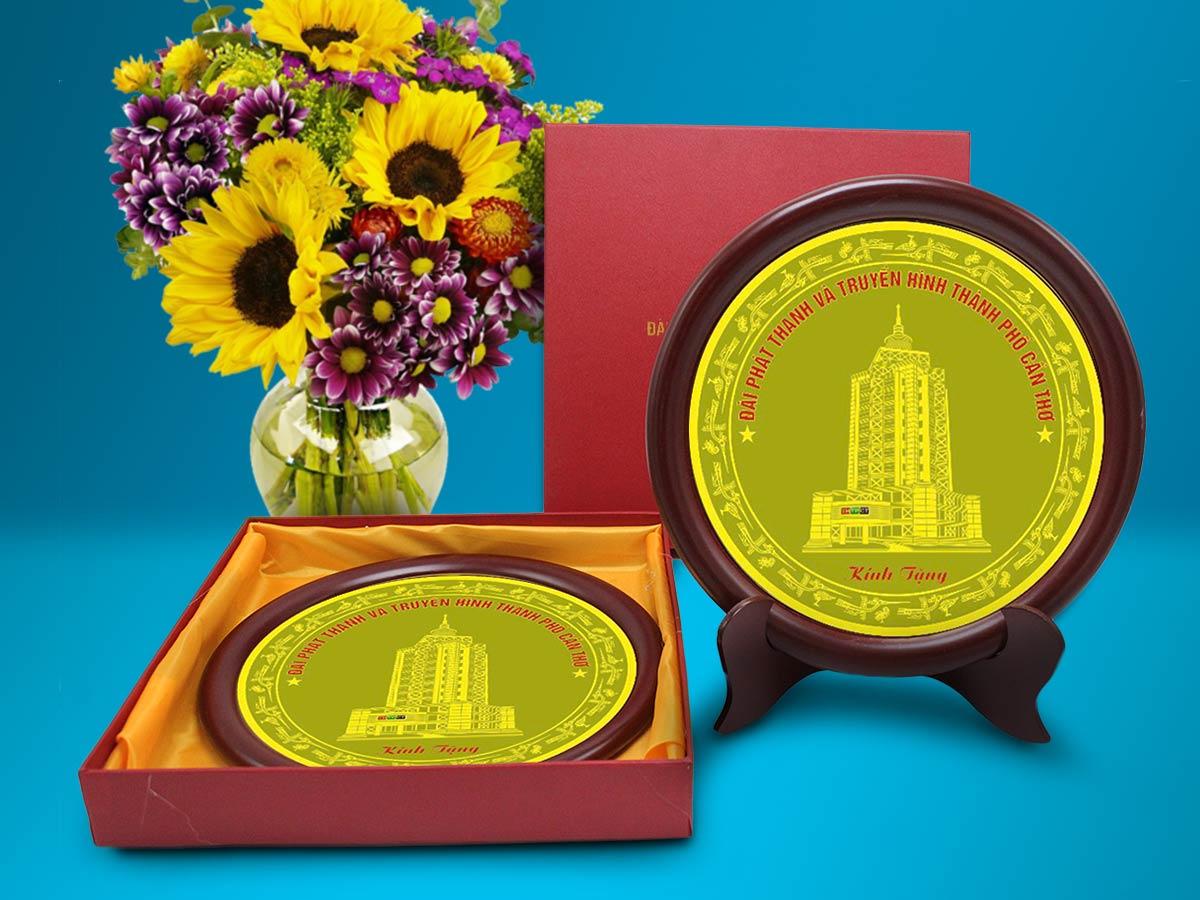 Quà tặng đồng tranh đĩa kỷ niệm theo nội dung yêu cầu