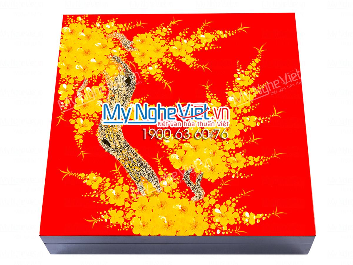 KHAY - HỘP ĐỰNG BÁNH MỨT SƠN MÀI mai vàng nền đỏ tươi
