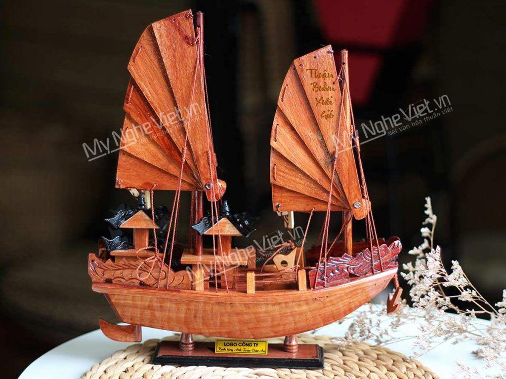 Quà tặng thuyền buồm 100% gỗ khắc tên