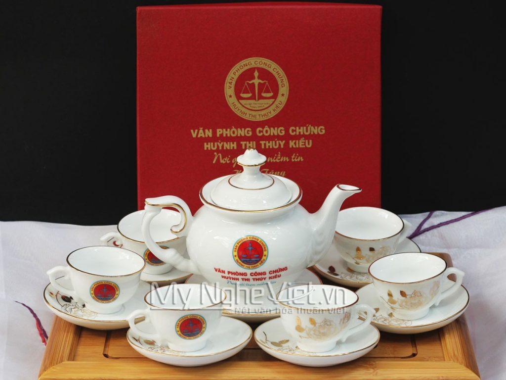 Quà tặng bình trà in logo