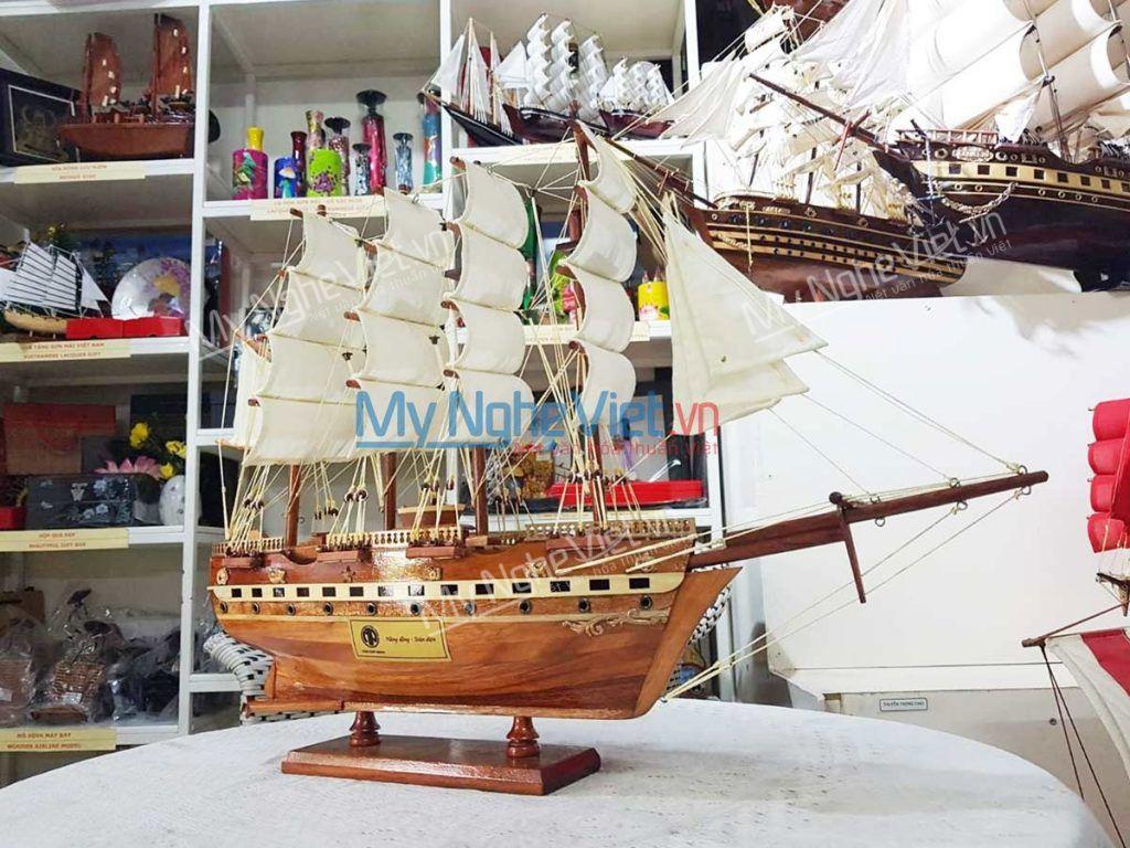 Mô hình tàu thuyền khắc thông điệp logo ý nghĩa