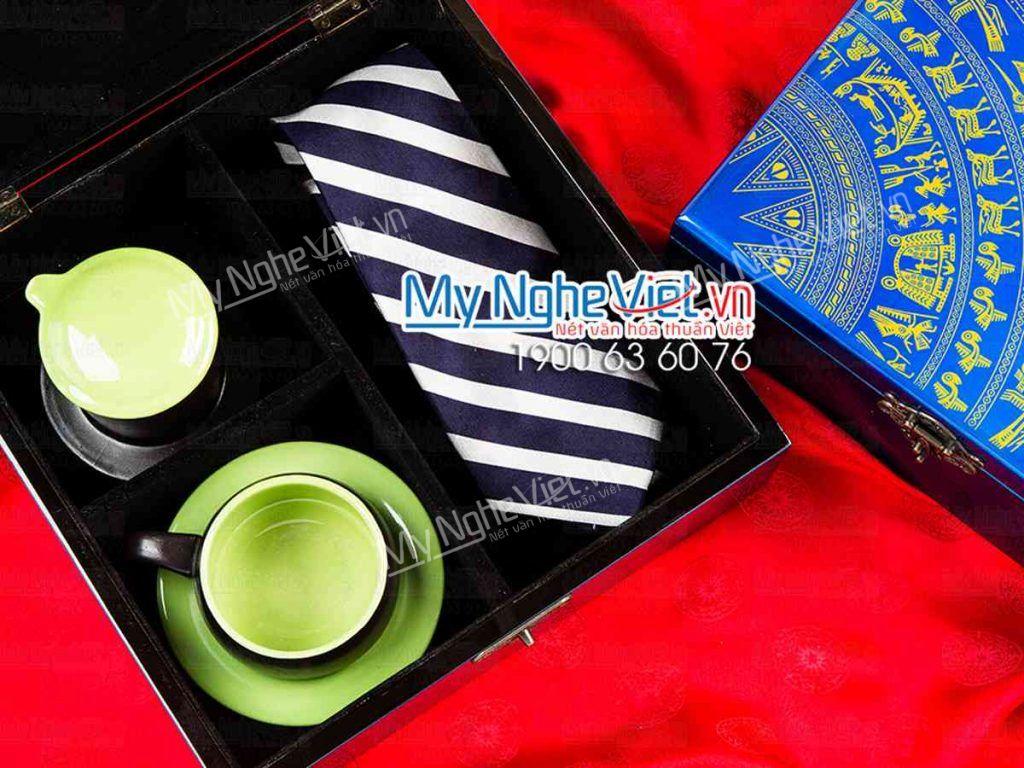 Quà tặng cà vạt tinh tế kết hợp cùng phin cafe