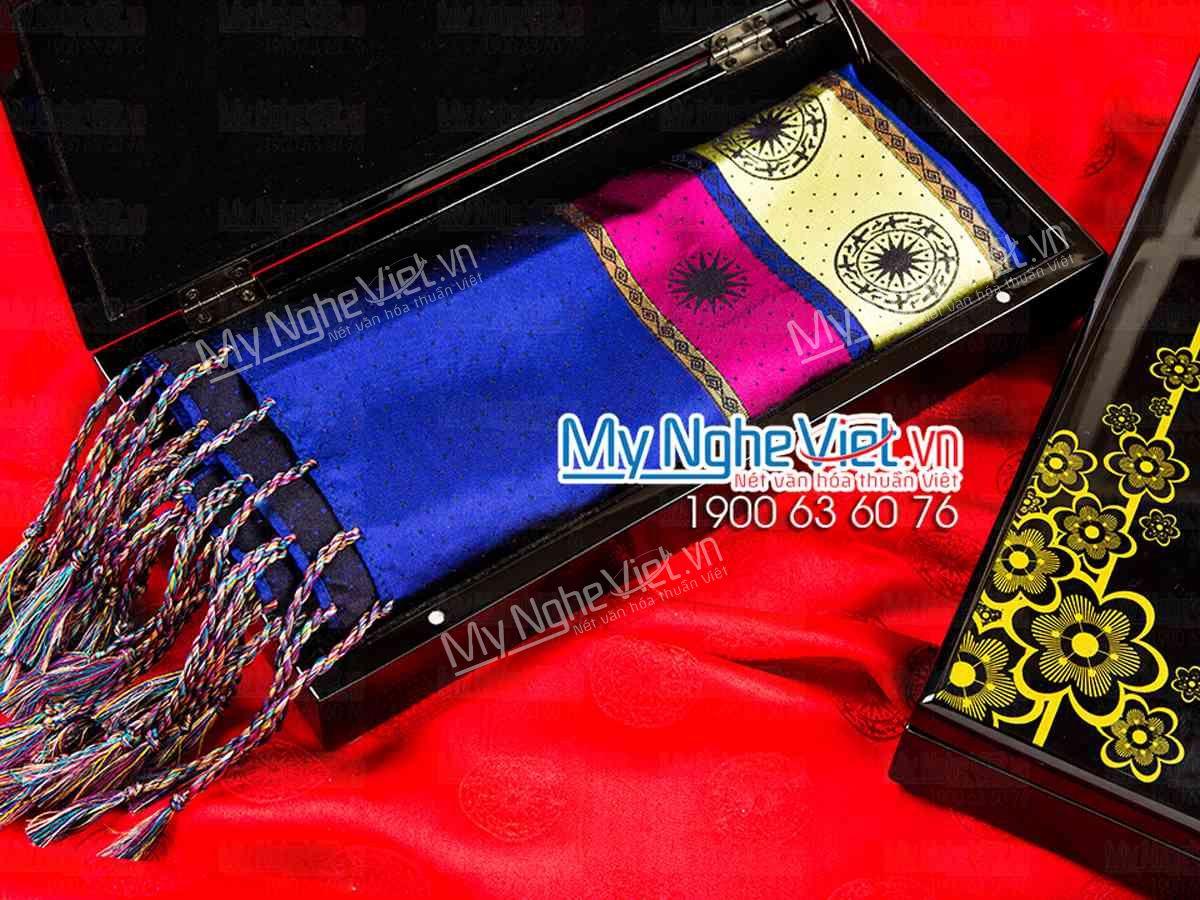 Quà tặng khăn lụa ý nghĩa cho người thân, đối tác, khách hàng,...