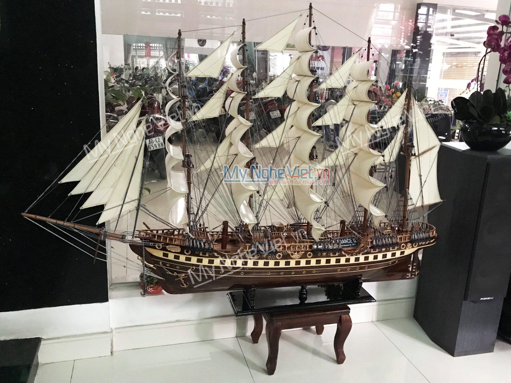 Mô hình tàu thuyền France 2 gỗ đen (thân 1m5) MNV-TB18